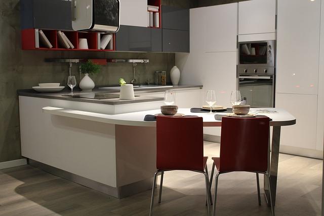 Ako urobiť malú kuchyňu krásnou a pohodlnou takmer bez nákladov a bez opravy